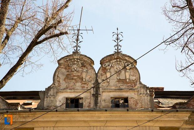 detaliu-din-ansamblul-urban-str-teilor-din-alba-iulia-judetul-alba-casa-de-la-nr-8.jpg