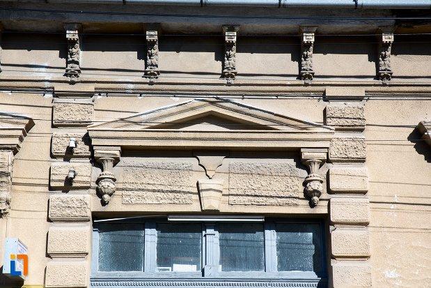 detaliu-fereastra-casa-monument-istoric-din-alba-iulia-judetul-alba.jpg