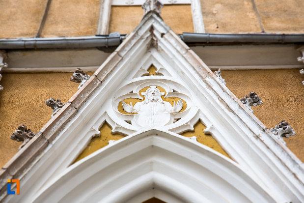 detaliu-ornamental-de-la-biserica-romano-catolica-din-steierdorf-judetul-caras-severin.jpg