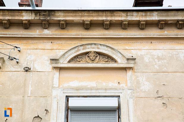 detaliu-ornamental-de-pe-casa-iancu-marinescu-din-giurgiu-judetul-giurgiu.jpg