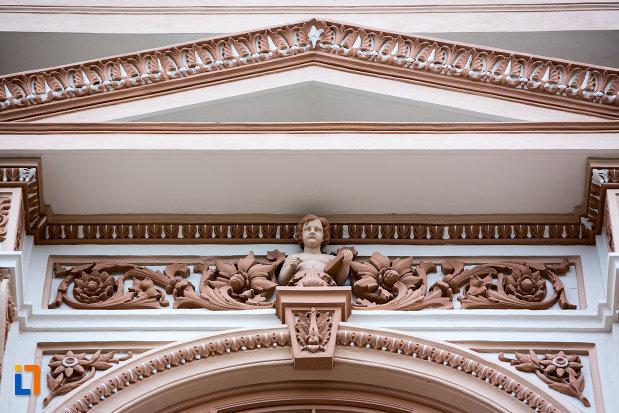 detaliu-ornamental-de-pe-cladirea-colegiului-national-moise-nicoara-din-arad-judetul-arad.jpg