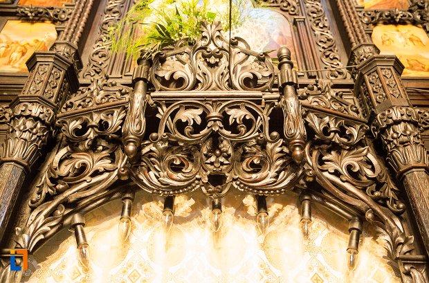 detaliu-ornamental-din-biserica-buna-din-buzau-judetul-buzau.jpg