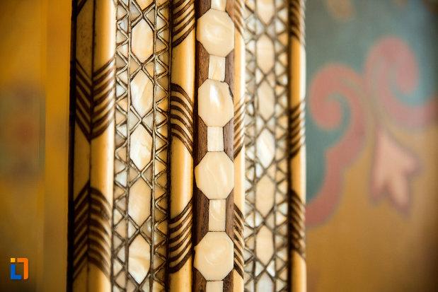 detaliu-stilistic-muzeul-de-arta-si-arta-populara-palatul-marincu-din-calafat-judetul-dolj.jpg