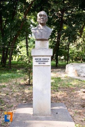 dimitrie-pompeiu-grupul-statuar-din-parcul-mihai-eminescu-din-botosani-judetul-botosani.jpg