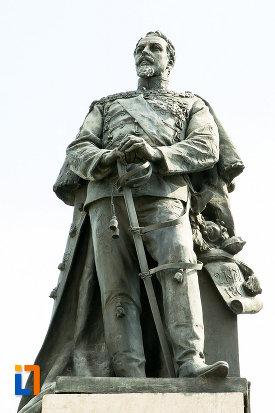 domitorul-statuia-lui-alexandru-ioan-cuza-din-craiova-judetul-dolj.jpg
