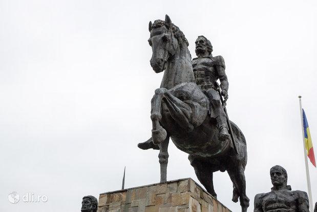 domnitorul-statuia-lui-bogdan-voda-din-bogdan-voda-judetul-maramures.jpg