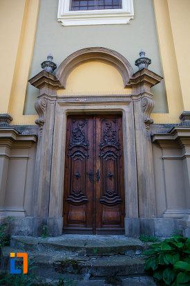 domul-romano-catolic-din-timisoara-judetul-timis-usa-din-lemn.jpg