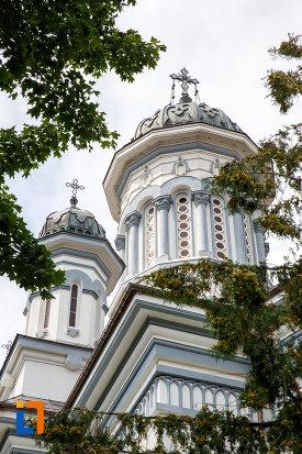 doua-dintre-turnurile-de-la-catedrala-pogorarea-sfantului-duh-din-radauti-judetul-suceava.jpg