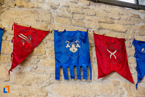 drapel-cu-stema-bastionul-croitorilor-din-cluj-napoca-judetul-cluj.jpg