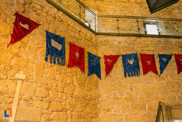 drapeluri-din-bastionul-croitorilor-din-cluj-napoca-judetul-cluj.jpg