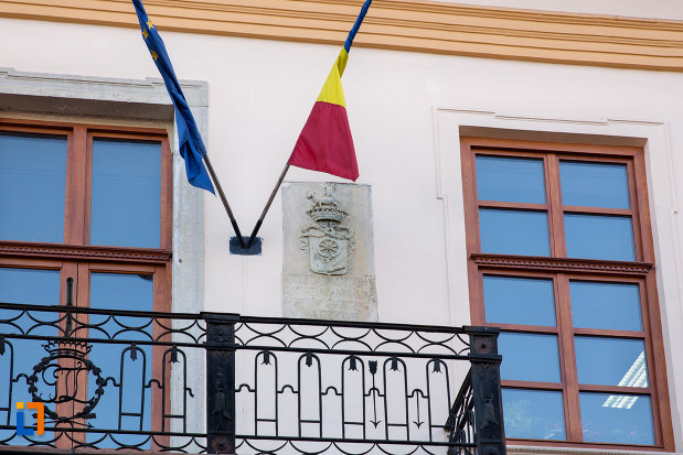 drapeluri-si-stema-de-la-palatul-tordalagi-korda-din-cluj-napoca-judetul-cluj.jpg