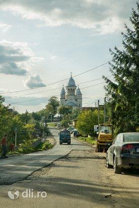 drumul-catre-catedrala-ortodoxa-din-calinesti-oas-judetul-satu-mare.jpg
