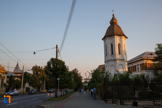 drumul-cu-biserica-sf-gheorghe-vechi-din-ploiesti-judetul-prahova.jpg