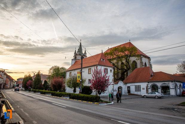 drumul-spre-biserica-evanghelica-din-sebes-judetul-alba.jpg