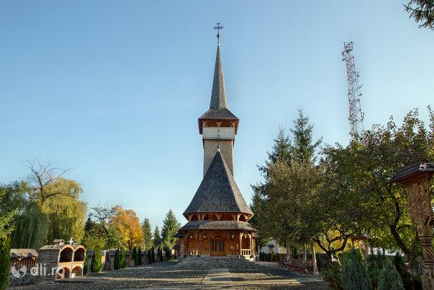 drumul-spre-biserica-noua-de-lemn-din-sighetul-marmatiei-judetul-maramures.jpg