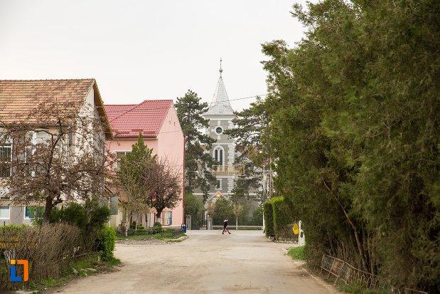 drumul-spre-biserica-reformata-din-ocna-mures-judetul-alba.jpg