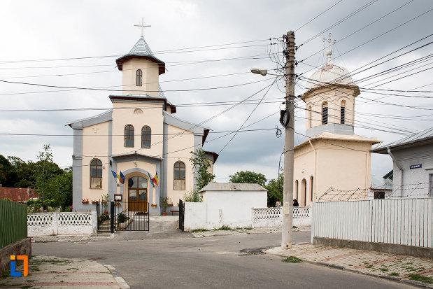 drumul-spre-biserica-sf-treime-biserica-smarda-din-giurgiu-judetul-giurgiu.jpg