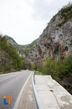 drumul-spre-cascada-bigar-judetul-caras-severin.jpg
