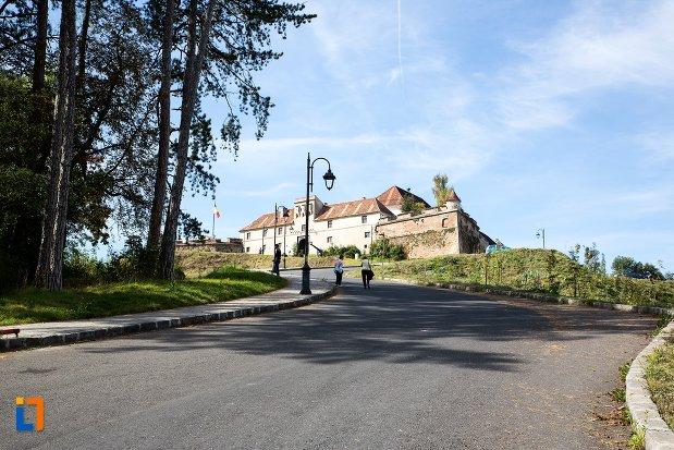 drumul-spre-cetatea-brasov-judetul-brasov.jpg