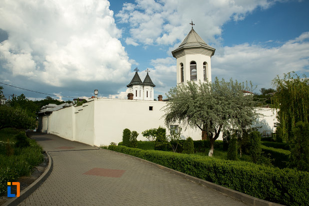 drumul-spre-manastirea-clocociov-din-slatina-judetul-olt.jpg