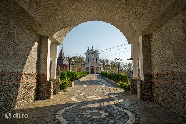 drumul-spre-manastirea-scarisoara-noua-judetul-satu-mare.jpg