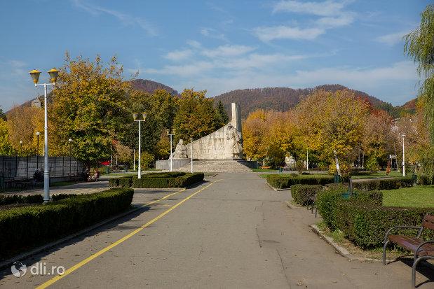 drumul-spre-monumentul-ostasului-romandin-baia-mare-judetul-maramures.jpg