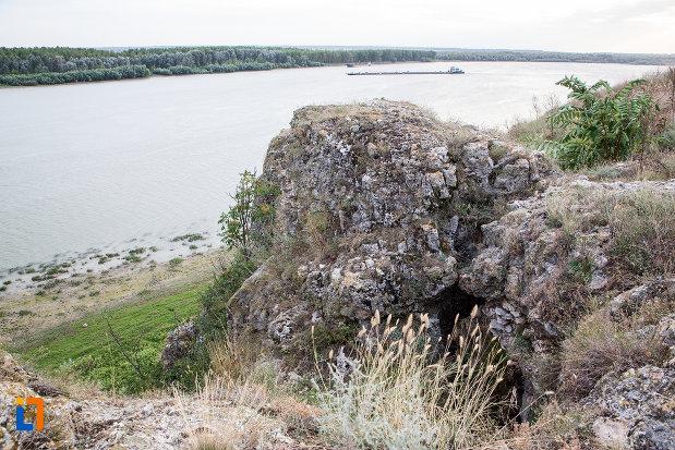 dunarea-langa-situl-arheologic-cetatea-carsium-din-harsova-judetul-constanta.jpg