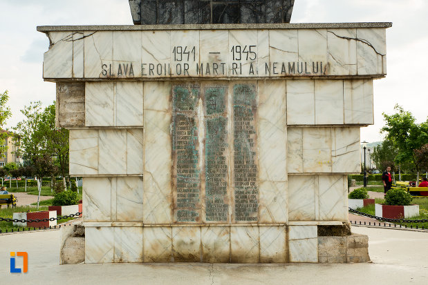 eroi-din-cel-de-al-ii-lea-razboi-mondial-monumentul-eroilor-din-motru-judetul-gorj.jpg
