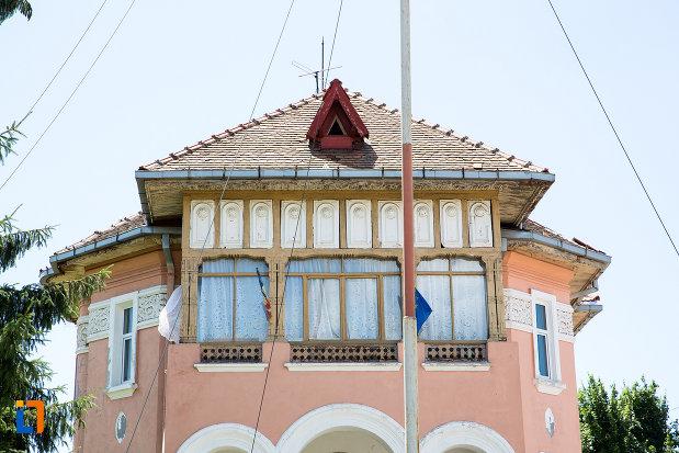 etajul-de-la-casa-bendic-azi-clubul-copiilor-din-targoviste-judetul-dambovita.jpg
