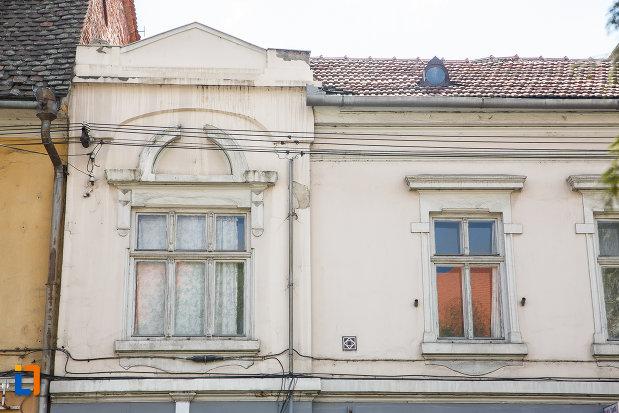 etajul-de-la-casa-de-pe-b-dul-lucian-blaga-nr-22-din-sebes-judetul-alba.jpg
