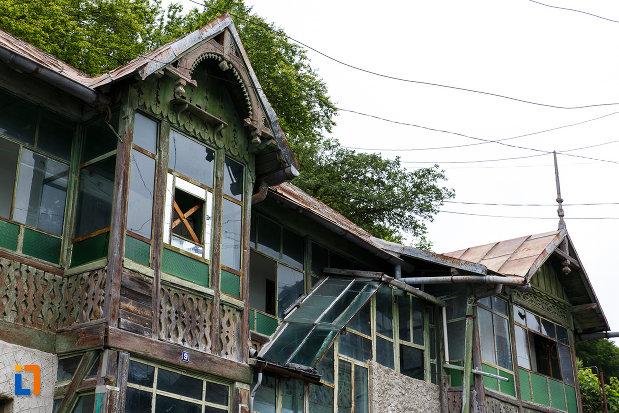 etajul-de-la-casa-ion-seu-din-azuga-judetul-prahova.jpg