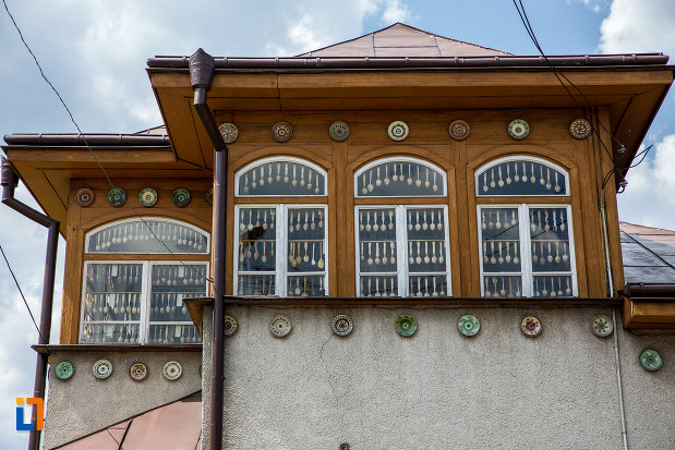 etajul-de-la-muzeul-lingurilor-ion-tugui-din-campulung-moldovenesc-judetul-suceava.jpg