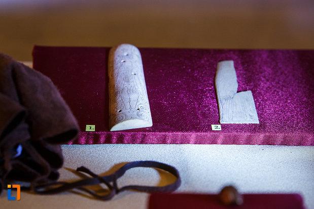 exponate-de-la-castelul-corvinilor-azi-muzeu-din-hunedoara-judetul-hunedoara.jpg
