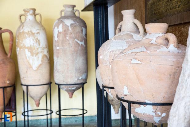 exponate-din-crama-muzeu-murfatlar-judetul-constanta.jpg