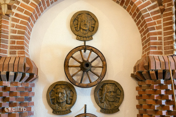 exponate-din-manastirea-scarisoara-noua-judetul-satu-mare.jpg