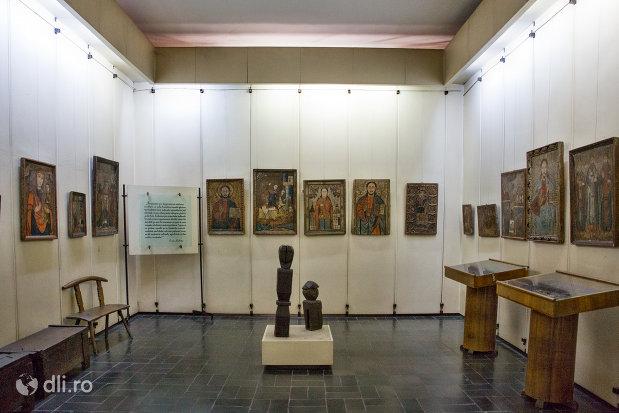 exponate-din-muzeul-etnografic-al-maramuresului-din-sighetu-marmatiei-judetul-maramures.jpg