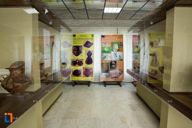 exponate-din-muzeul-regiunii-portilor-de-fier-din-drobeta-turnu-severin-judetul-mehedinti.jpg