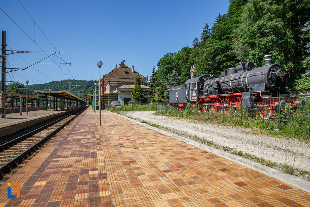 expozitie-de-trenulete-din-sinaia-judetul-prahova-langa-peronul-din-gara.jpg