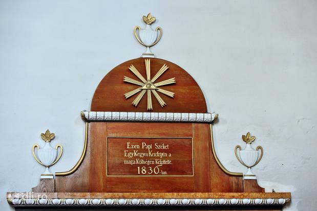 ezen-papi-szeket-biserica-reformata-tasnad.jpg