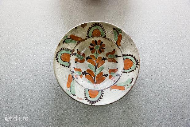 farfurie-ornamentala-muzeul-etnografic-al-maramuresului-din-sighetu-marmatiei-judetul-maramures.jpg