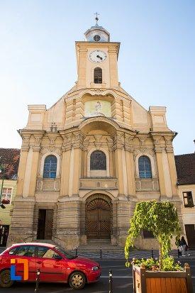 fata-de-la-biserica-romano-catolica-din-brasov-judetul-brasov.jpg