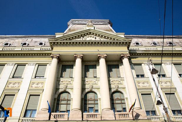 fatada-cu-coloane-de-pe-palatul-bancii-nationale-a-romaniei-din-arad-judetul-arad.jpg