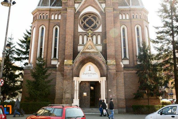 fatada-de-la-biserica-evanghelica-din-1906-din-arad-judetul-arad.jpg