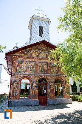 fatada-de-la-biserica-izvorul-tamadurii-oborul-vechi-din-targoviste-judetul-dambovita.jpg