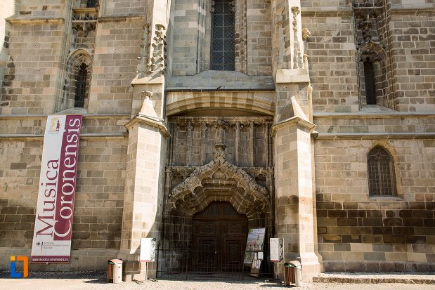 fatada-de-la-biserica-neagra-1383-1477-din-brasov-judetul-brasov.jpg