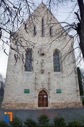 fatada-de-la-biserica-romano-catolica-calvaria-din-cluj-napoca-judetul-cluj.jpg