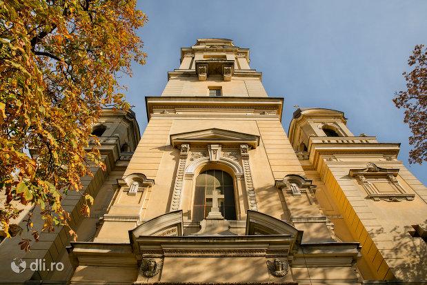fatada-de-la-biserica-romano-catolica-coborarea-sfantului-duh-din-oradea-judetul-bihor.jpg