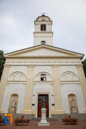 fatada-de-la-biserica-romano-catolica-sf-ioan-nepomuc-din-suceava-judetul-suceava.jpg