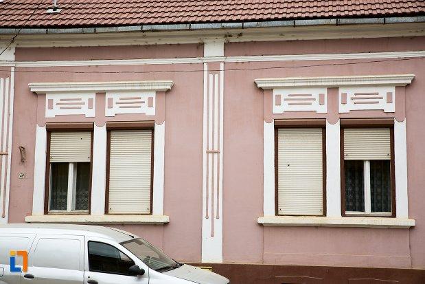fatada-de-la-casa-str-nicolae-balcescu-nr-47-din-fagaras-judetul-brasov.jpg