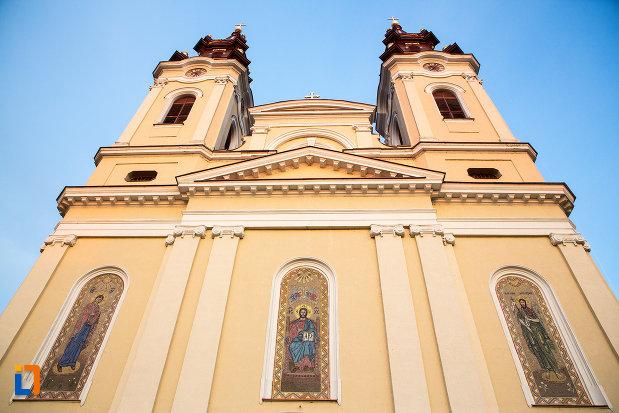 fatada-de-la-catedrala-naterea-sfantului-ioan-botezatorul-din-arad-judetul-arad.jpg